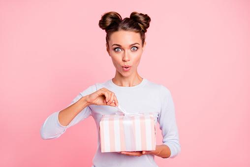 Offrir un cadeau personnalisé à des personnes chères pour graver plus longtemps la relation
